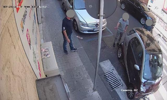 Catania, rubano una Smart: e un passante ignaro li aiuta
