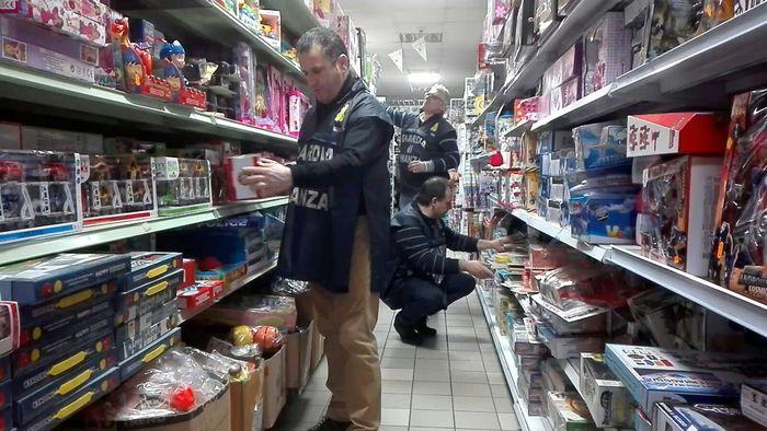 Cosenza, sequestrati 118 mila prodotti pericolosi