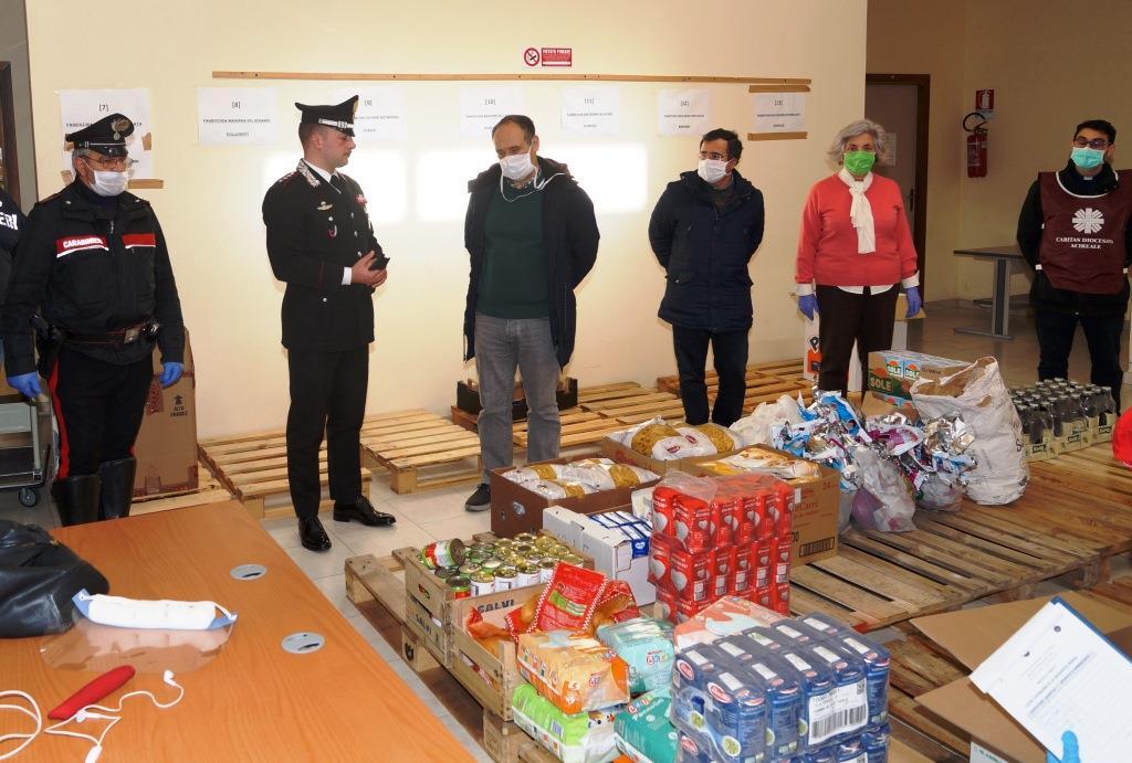Carabinieri di Acireale donano derrate alimentari alla Caritas per i poveri