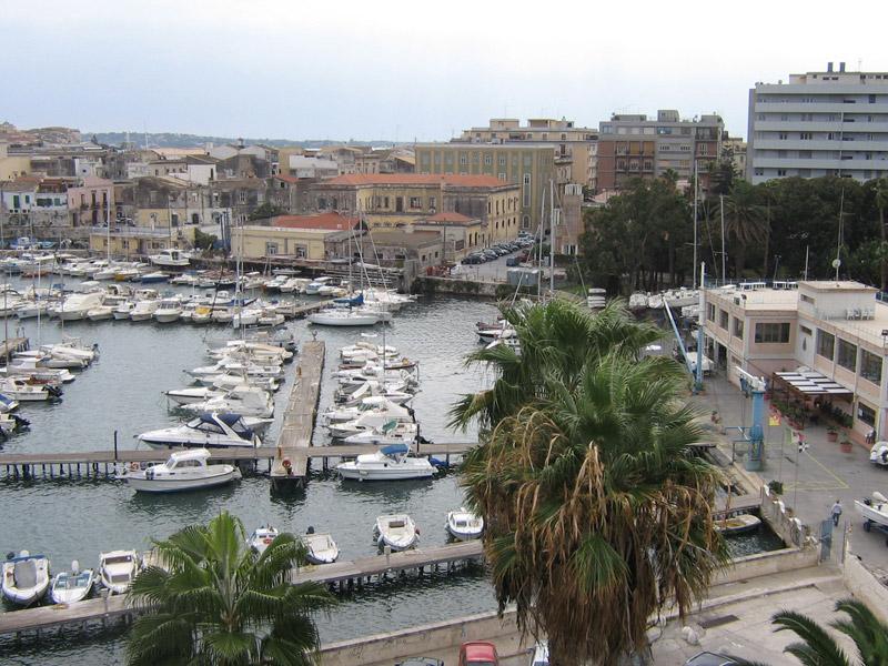 Siracusa, tentano di rubare il tender di uno yacht: arrestati due minorenni