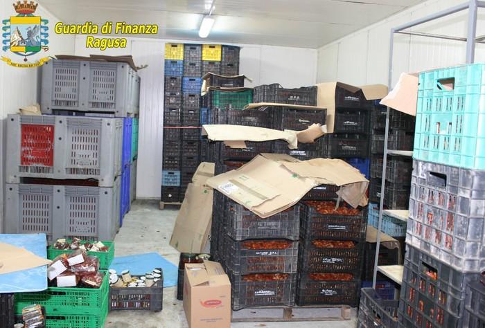 Ispica, 70 tonnellate di alimenti tossici scoperti in un'azienda agricola