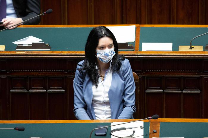 Minacce e insulti alla ministra Azzolina: da 3 giorni è sotto scorta