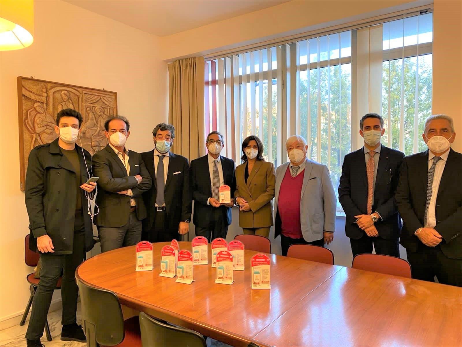 Siracusa, il Rotary Monti Climiti dona ai medici 145 saturimetri
