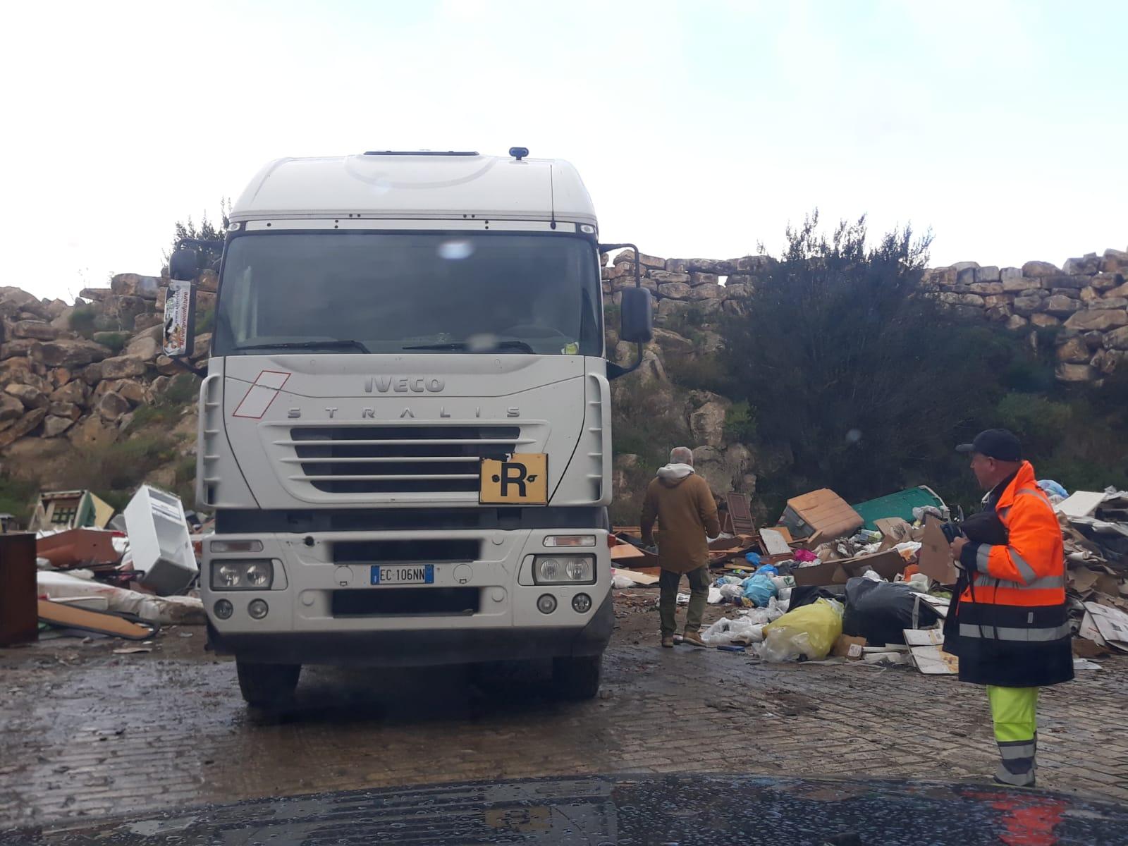 Caos spazzatura a Rosolini, odore di intrallazzi su nuova gara (VIDEO)