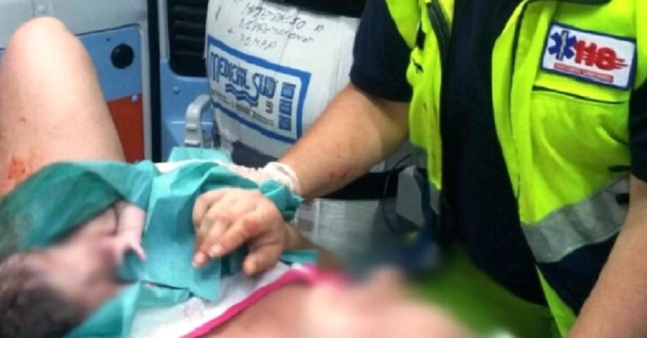 Ragazza di 18 anni partorisce in ambulanza sulla Palermo - Agrigento