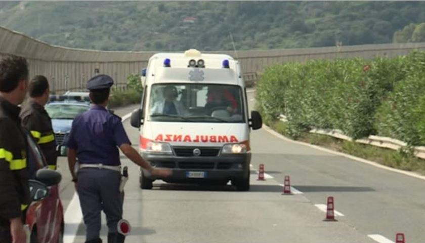 Sciacca, furgone della Tim si scontra con una Yaris: morta una donna
