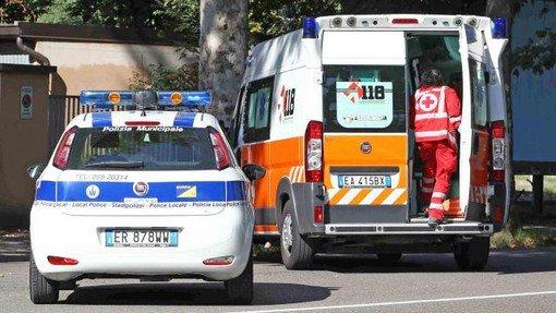 Torino, donna travolta e uccisa da un camion mentre attraversava