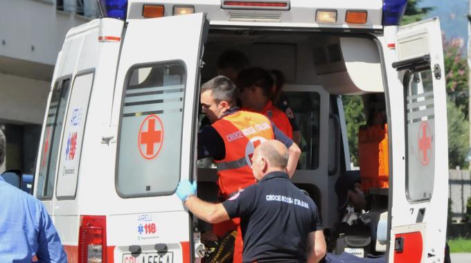 Napoli, ubriaco e drogato perde il controllo dell'auto: muore a 18 anni