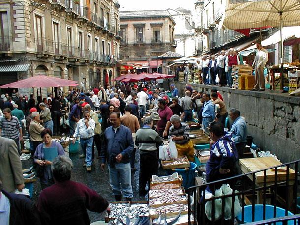 Catania, scoperta bancarella centrale di spaccio di hashish e marijuana