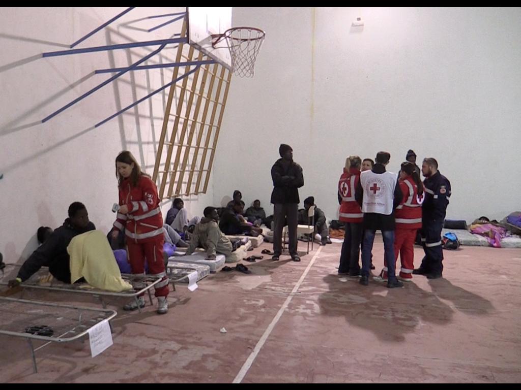 Trapani, all'hotspot migranti testimoni del disastro in atto in Libia