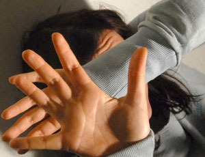 Mascalucia, aggredisce moglie e suocero al quale stacca un dito con un morso