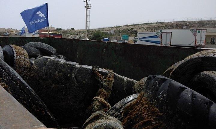 Ambiente, a Pantelleria, raccolti in mare 19 mila chili di pneumatici