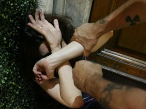 Messina, minacca l'ex convivente e le figlie minorenni: arrestato