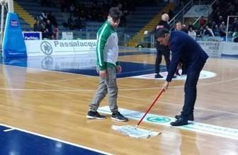 Basket, piove sul PalaMinardi, riniviata la gara Ragusa - Venezia