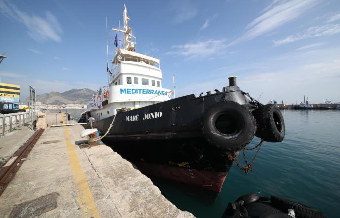 Augusta, tornano gli sbarchi dei migranti: la 'Mare Jonio' con 43 profughi al porto