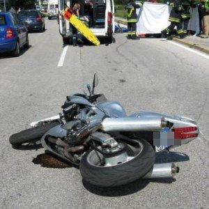 Augusta, incidente stradale autonomo sulla Priolo-Augusta: muore un giovane di 26 anni