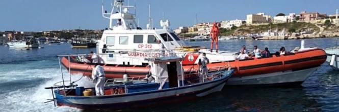 Due sbarchi nel giro di un'ora a Lampedusa: 100 migranti