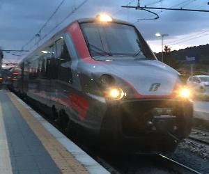 Natale in treno per decine di passeggeri per un guasto sul Lecce - Milano