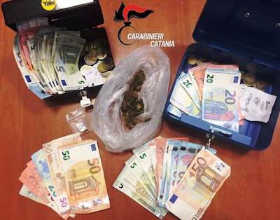 """Catania, annotava gli """"affari"""" dopo che vendeva droga: preso"""