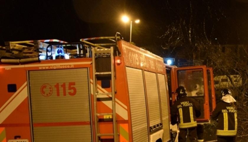 Avvertimento col fuoco a Donnalucata: bruciata auto a un impiegato