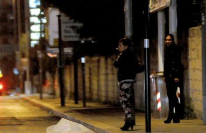 Truffe e sfruttamento della prostituzione, 13 misure cautelari a Bari