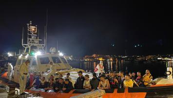 Tre sbarchi nella notte a Lampedusa: hotspot al collasso