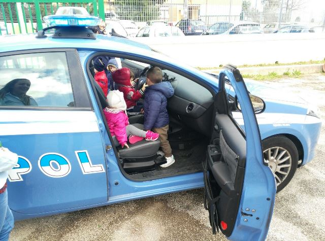 Siracusa, bimbi Agenti per un giorno: la polizia in visita al Celentano