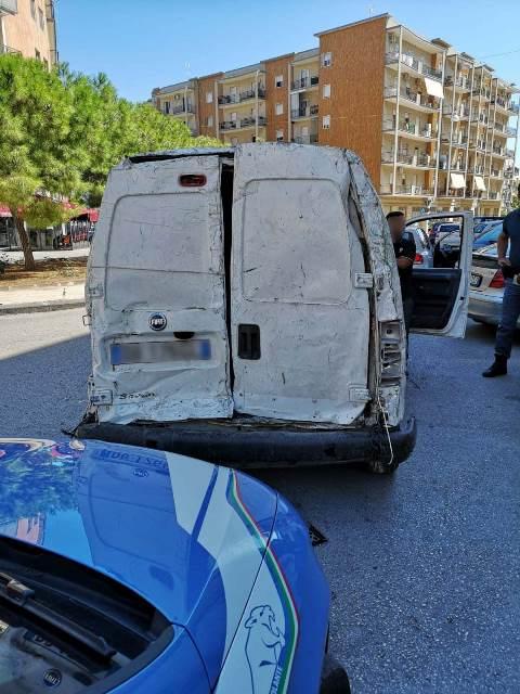 Sorpresi a Siracusa a bordo di un furgone, dentro rame rubato