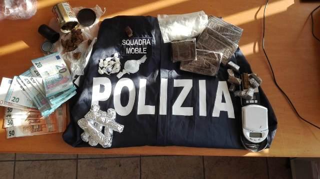 Siracusa, gli trovano marijuana e hashish: finisce agli arresti in casa