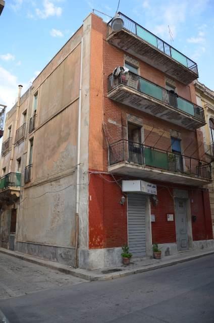 Lentini, spara davanti l'abitazione di una donna: finisce in carcere