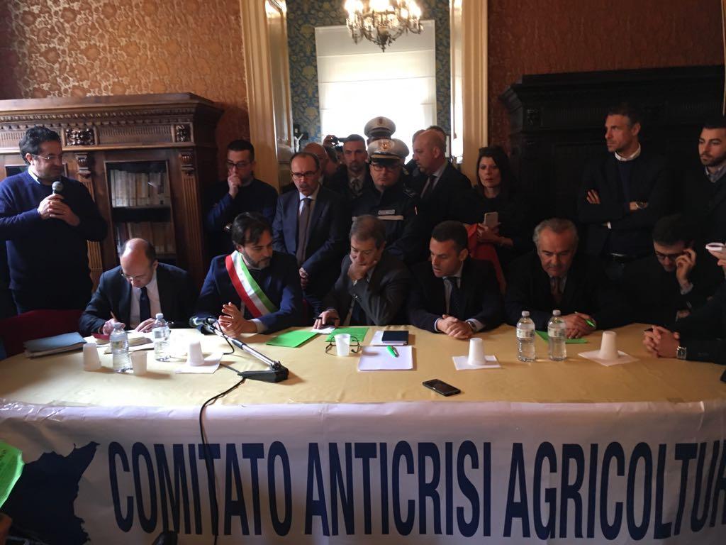 Agricoltura: asse Musumeci-produttori, stato di crisi e controlli