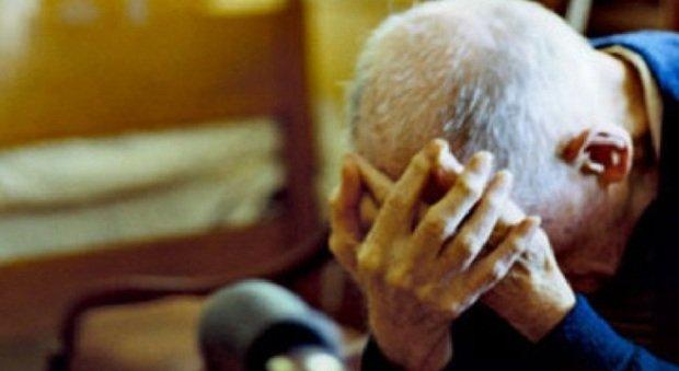 Sottrae 11 mila euro a un anziano per una donna: arrestato a Troina