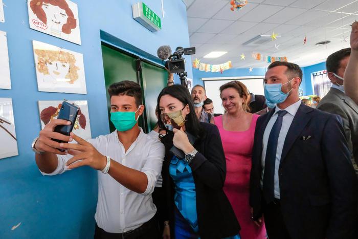 Palermo, il Ministro Lucia Azzolina ai docenti della Falcone: non siete soli, impegno e azioni concrete