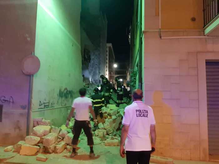 Crolla palazzina a Barletta per una fuga di gas: 3 feriti