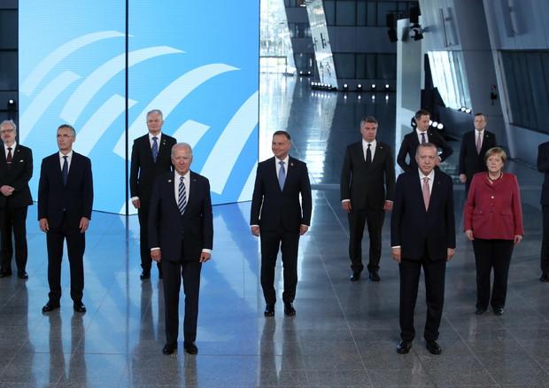 """Nato, Biden: """"Abbiamo nuove sfide: la Cina e la Russia"""""""