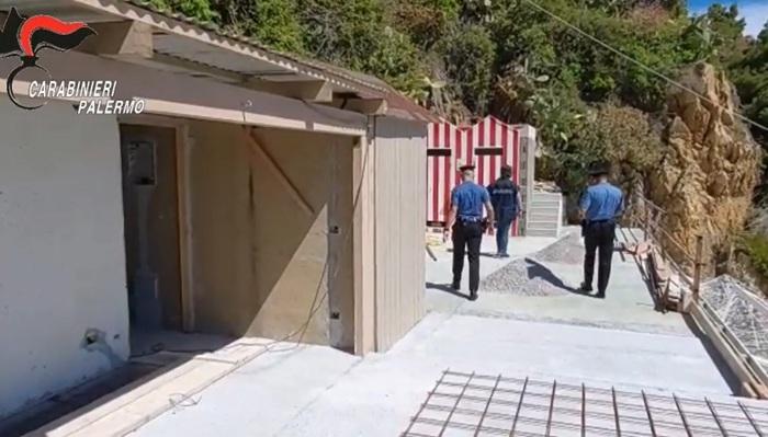 Piattaforma in cemento sugli scogli di Cefalù: 9 denunciati