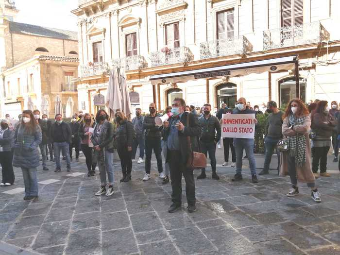 Covid, protesta dei commercianti a Caltanissetta