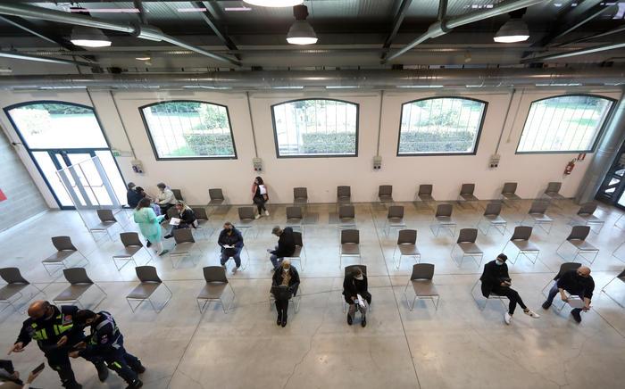Covid  Italia, 881 nuovi casi e 17 morti: positività è dello 0,59%
