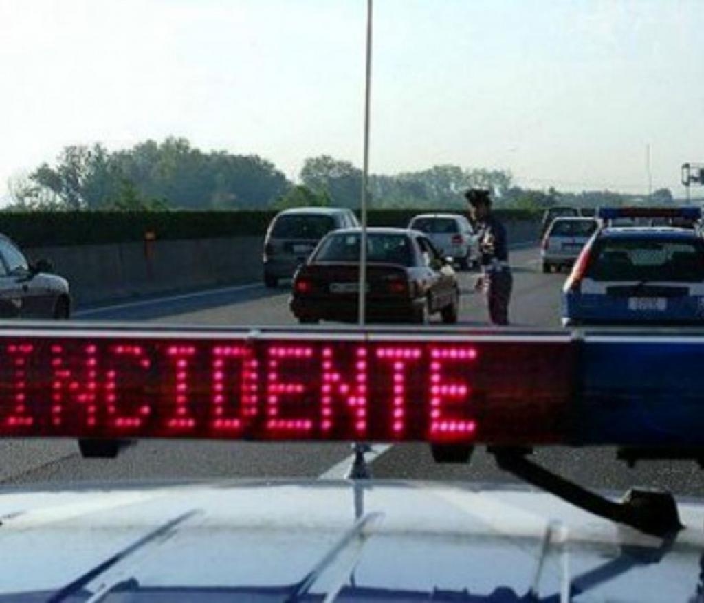 Incidente stradale sulla A19, un morto  vicino allo svincolo di Enna