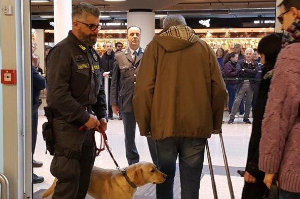 Aveva 138 grammi di eroina negli slip: arrestato all'aeroporto di Catania