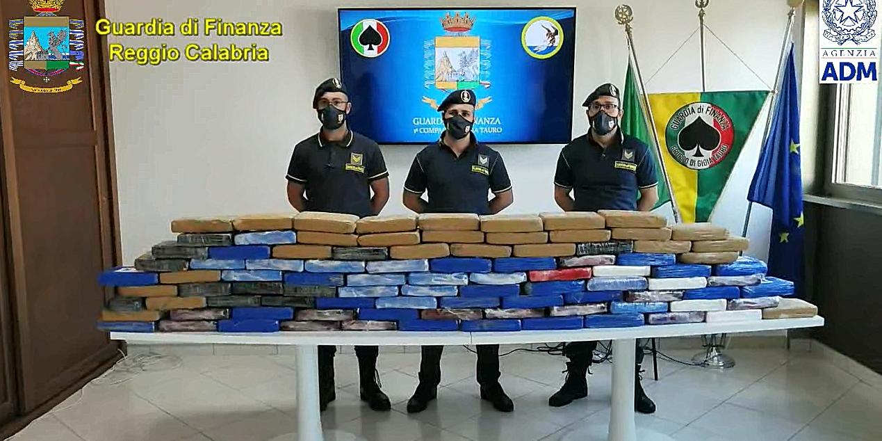 Sequestrati 108 chili di cocaina nel porto di Gioia Tauro
