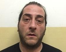 Nella sua casa di Aci Castello aveva un mini market della droga: arrestato