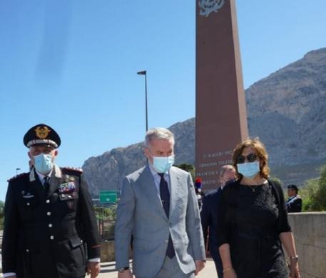 Il ministro Guerini a Palermo, depone corona alla stele di Capaci