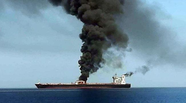 Iran, nave in fiamme affonda nel Golfo Oman