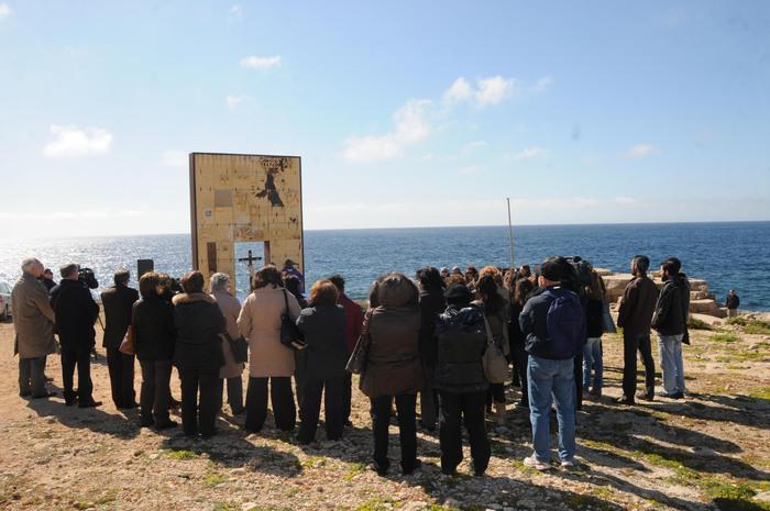 Una marcia a Lampedusa per ricordare la morte di 368 migranti