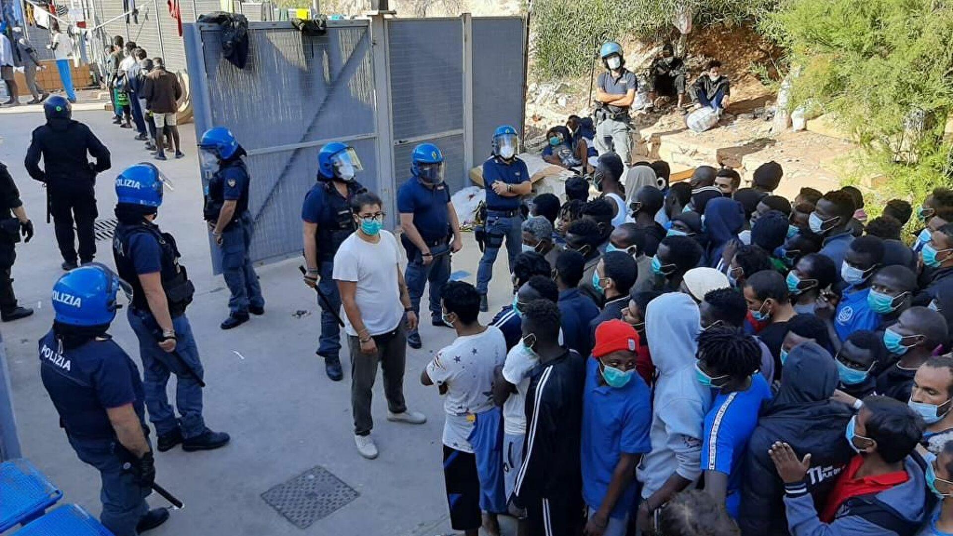 Lampedusa, 101 migranti lasciano l'hotspot: restano 425