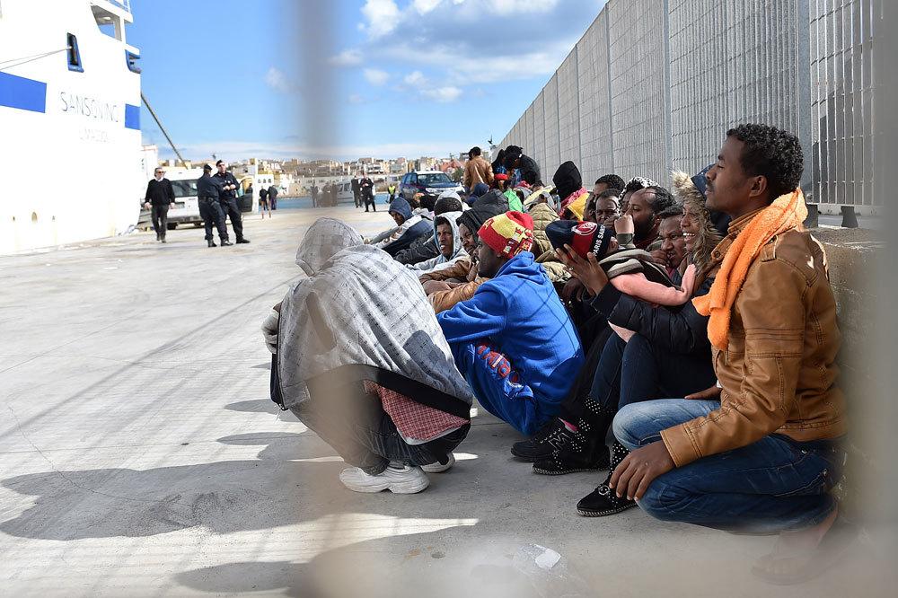 Lampedusa, trasferiti 40 migranti: in 387 all'Hotspot