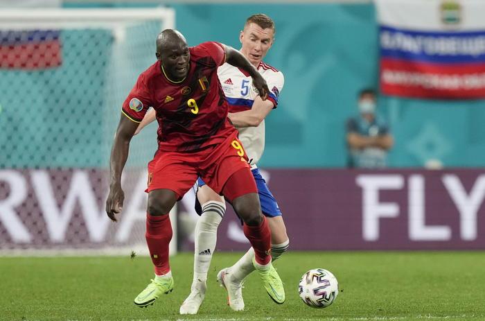 Europei, esordio con il botto del Belgio: 3 gol alla Russia e doppietta di Lukaku