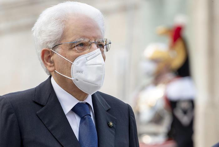 """2 Giugno, Mattarella: """"Paese non è fermo, cambiamento è in atto"""""""