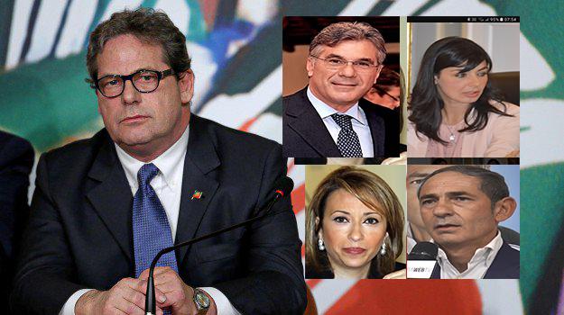 Forza Italia nel caos, i ribelli: azzerare tutto ma i colonnelli sono con Miccichè